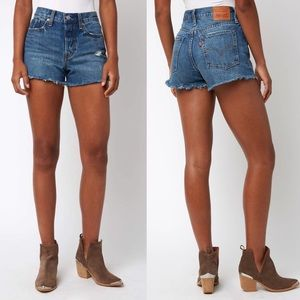 Levi's • Classic Wedgie Fit Shorts